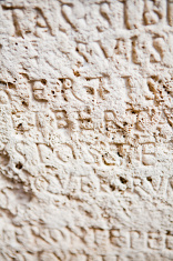 Writing on roman tombs