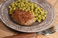 Cutlet with green peas