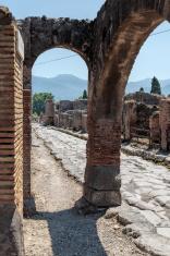 Pompei Arch