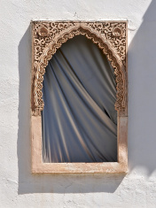 Arab window with curtain - Ventana Decorada con cortina