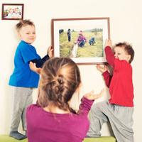 Kids hanging a photo