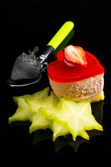 heart strawberry cake