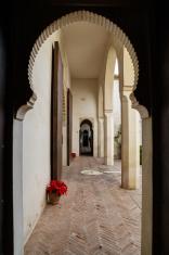Corridor at patio de las Naranjas