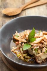 Spicy minced pork salad