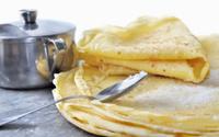 tasting pancakes with sugar