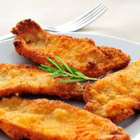 spanish escalopa de pollo a la milanesa, breaded chicken fillets