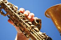 playing saxophon