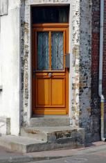 Corner doorway