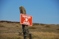 Danger, Mines