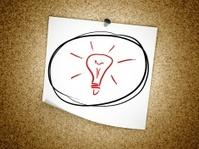 Note idea light bulb symbol on cork board