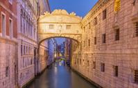 Venice - Ponte dei Sospiri in morning dusk