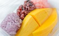 Sticky rice with ripe mango