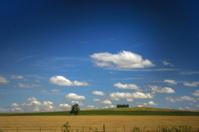 paisaje sembrado con muchas nubes