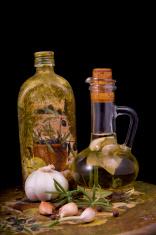 kompoziappetitnoe bottle of olive oil infused with spices, rosem