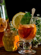 Fruit tea with lemon