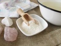 Alkaline bath salt