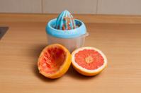 Squeeze the grepfrut juice