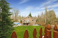 House with large backyard land