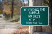 no feeding the animals