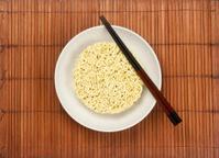 Serving instant noodles
