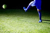 soccer player giving a pass