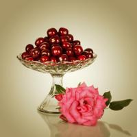Sweet cherry in vase