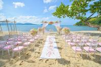 bautiful wedding set up on the beach