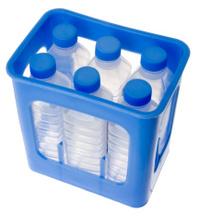 Kasten mit Wasserflaschen