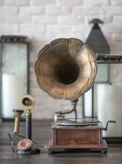 Retro Gramophone and Phone, Nostalgia