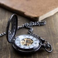 Ma y zegarek mosi dzu lub zegar na st z drewna zdj cia for Nauka coffee table