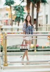 Smart Casual Fashion, Woman shopping