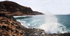Waves splashing through hole