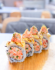 Minced salmon sushi maki