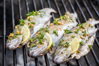 Grilled fish with lemon and spices