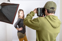 photographer photograph his model
