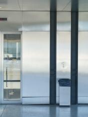 modern lift gatwick airport