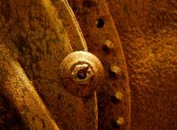 램프 Rusted에서 아연 도금 철판 나무 바닥 스톡 사진 - FreeImages.com