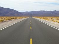 Strasse durch die Mojave-Wüste