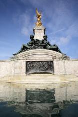 Buckingham palace statues