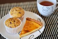 cheese cake and muffin