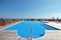 Beautiful swimmingpool at the ocean
