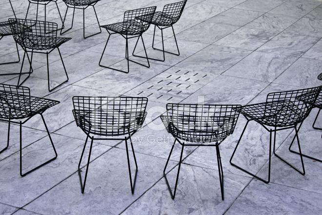 Stoel Metalen Frame : Metalen frame stoelen stockfoto s freeimages