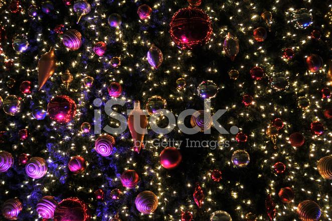 Kerstdecoraties Met Rood : Kerstdecoraties voor de feestdagen in paars en rood stockfotos