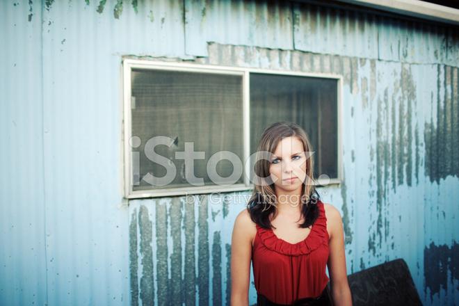 ee3bd3bf264b09 Oude Metalen Schuur Oranje Jurk Vrouw Stockfoto s - FreeImages.com