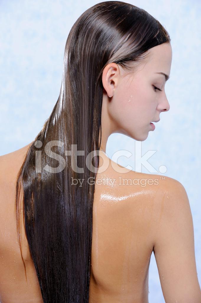 Rückansicht Des Hübsche Junge Frauen Mit Nassen Langen Haaren