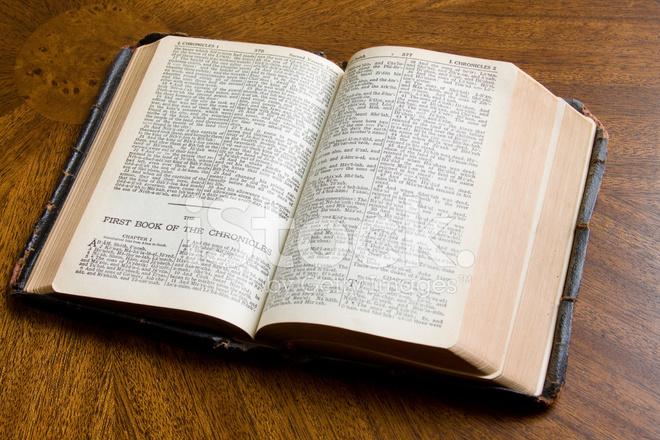 Antigua Biblia Abierta Fotografías De Stock Freeimagescom