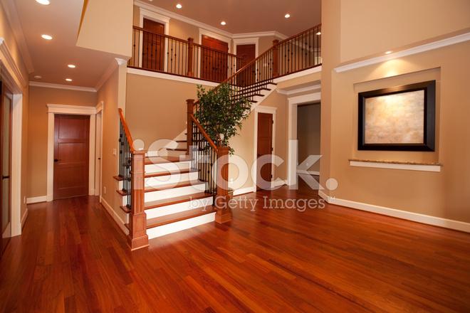 Int rieur de la maison avec nouveaux planchers de bois for Plancher bois interieur