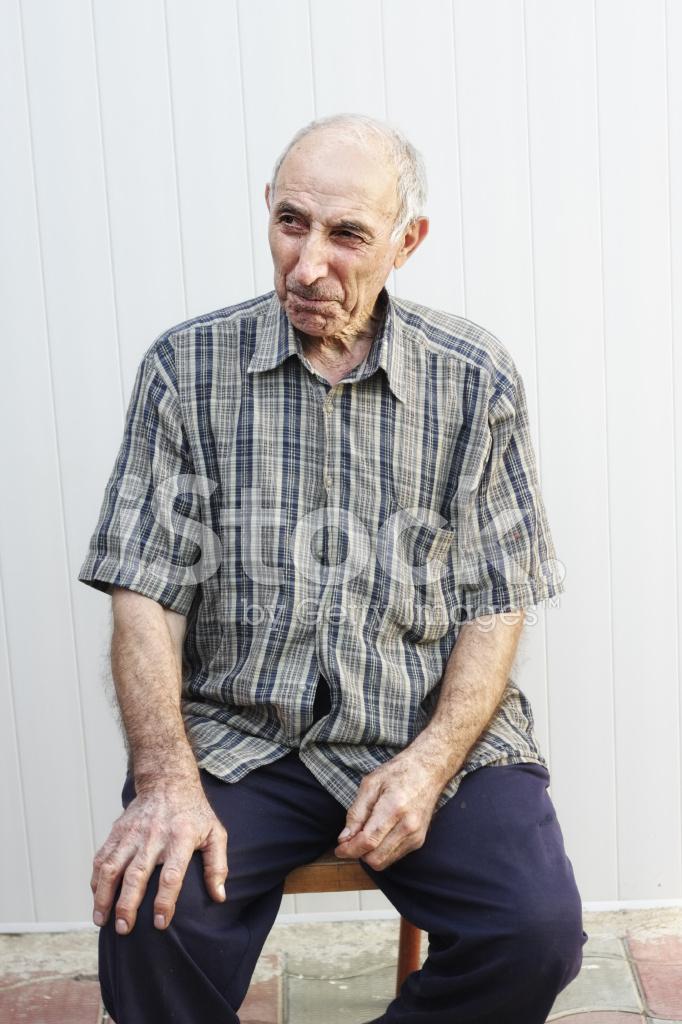 Allvarliga Äldre Man Sitter På Stol stockfoton - FreeImages.com