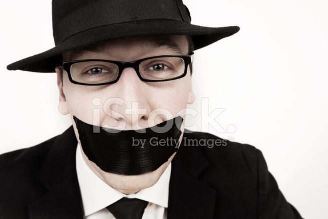 Мужчина с кляпом