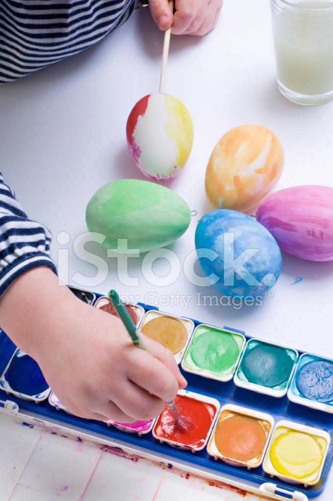 Genç Kız Boyama Yumurta Paskalya Için Stok Fotoğrafları Freeimagescom